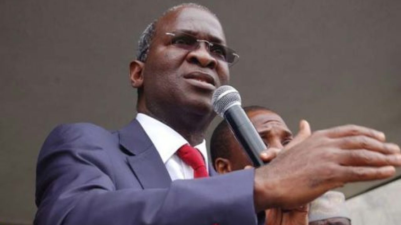 Babatunde Fashola receives N162bn Sukuk fund for road construction